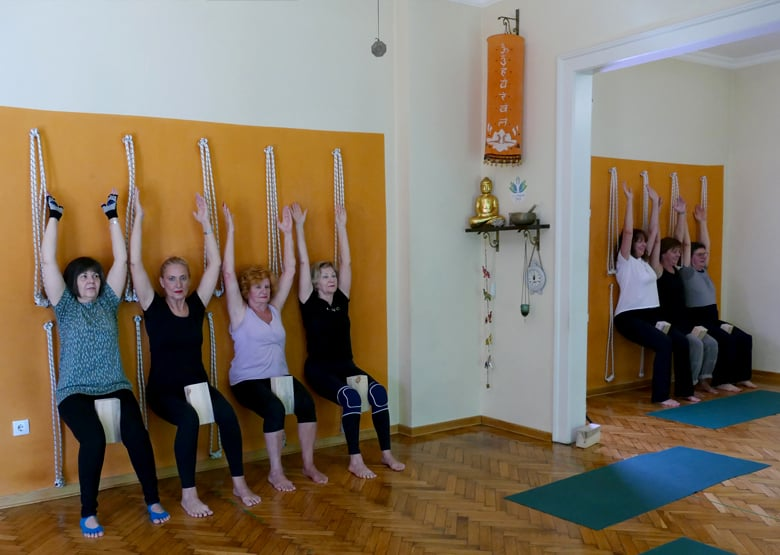 yoga2-studio-group4-1